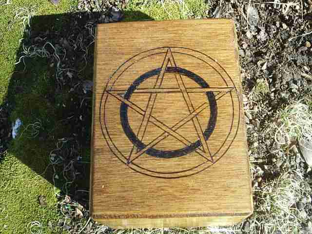 Pentacles Tarot Cards Box The Wiccan Symbol To Banish And Protect